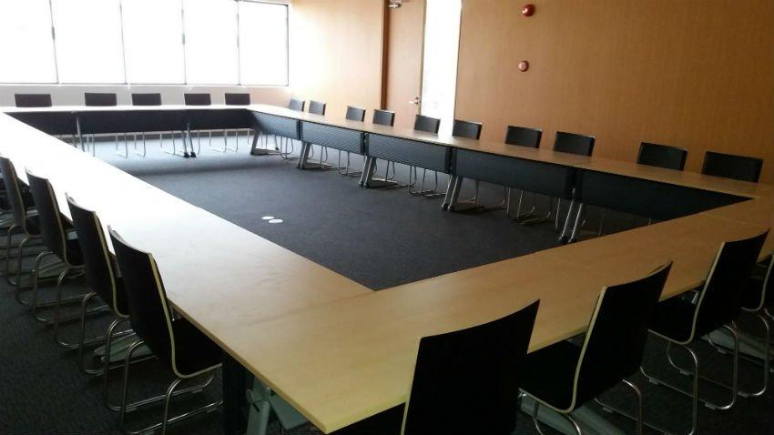 Bàn họp được thay đổi layout