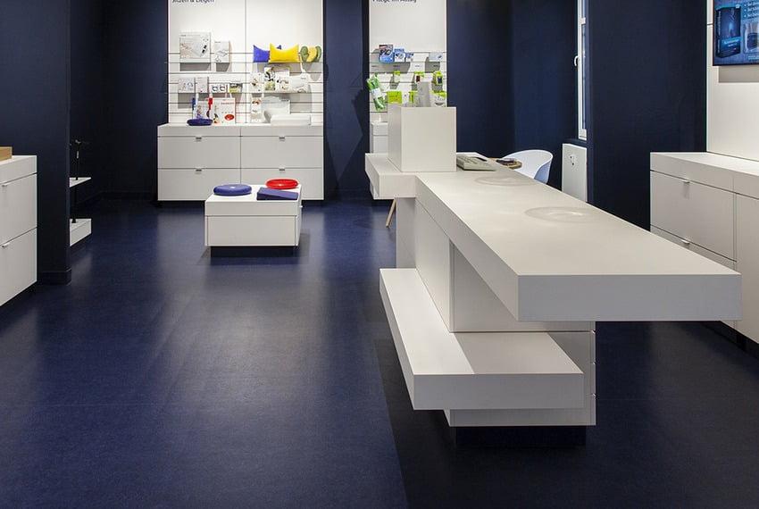 sàn linoleum trong công trình cửa hàng